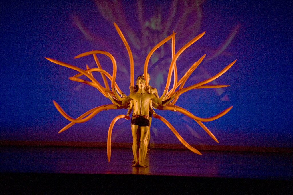 MOMIX Botanica 1 (photo Don Perdue)