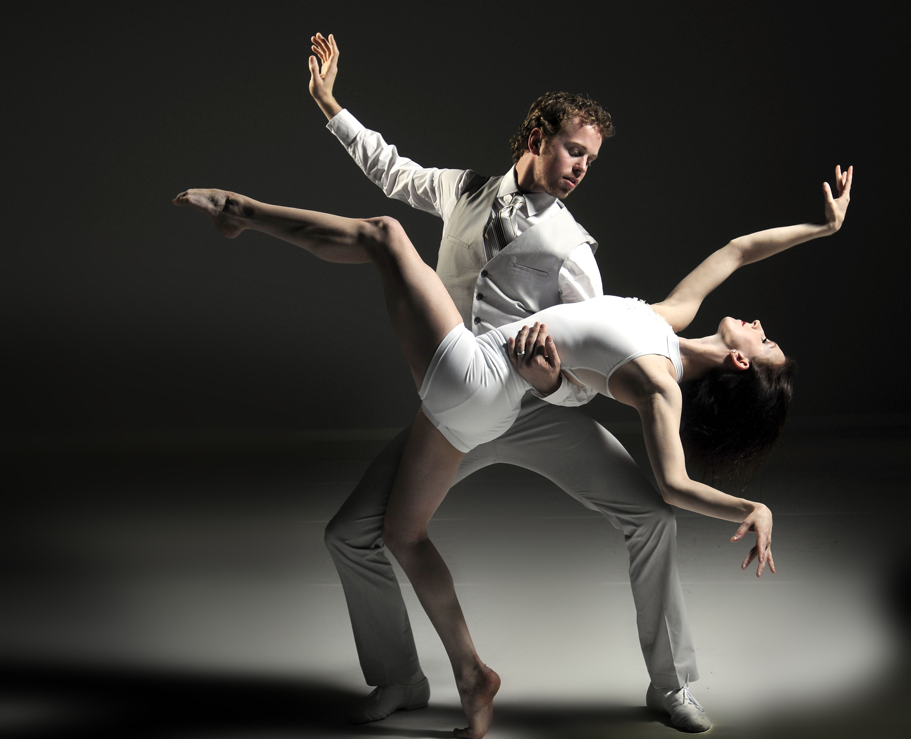 Dancers Nicholas Schultz and Laura McQueen of  Grand Rapids Ballet Photo by Chris Clark